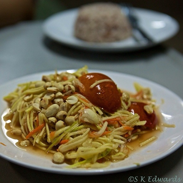 Som Tam ( Thai Papaya Salad)