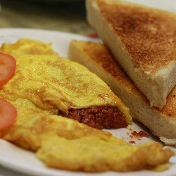 Corned Beef Omelette With Toast