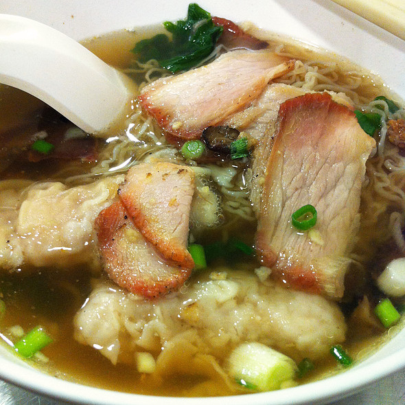 Wonton Soup with noodle and BBQ Pork @ นายเม้งบะหมี่ปู เกี๊ยวกุ้งยักษ์