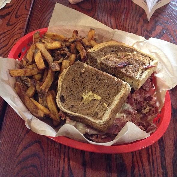 New Yorker Sandwich @ Tat's Delicatessen