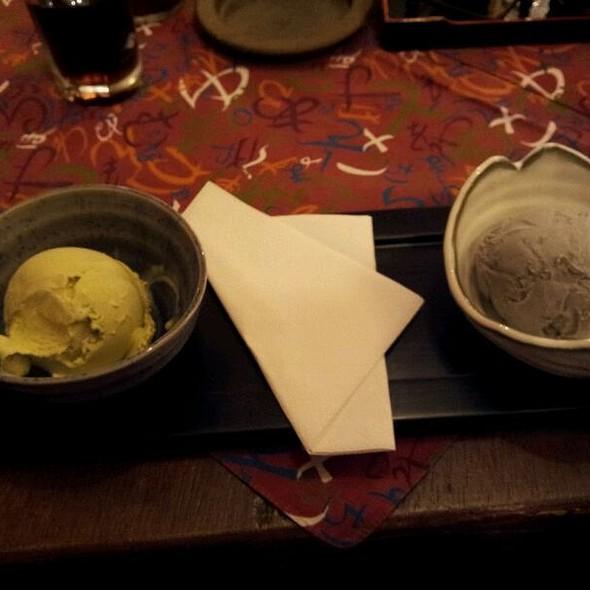 Green Tea Matcha Icecream & Black Seasame Icecream @ Izakaya 1. Japanisches Restaurant