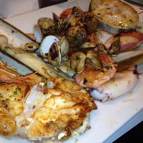 mixed seafood platter @ La Barceloneta