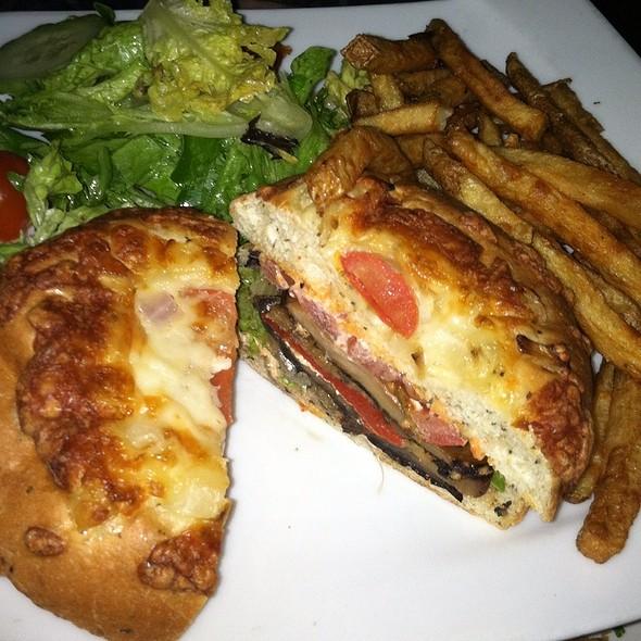 Roasted Portabello Sandwich @ Apres Diem