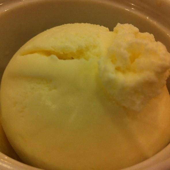 Vanila Ice Cream @ the vanila place