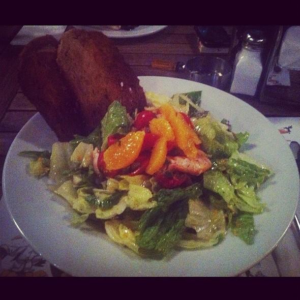Orange Ginger Glaze Salad With Salmon @ Num Num