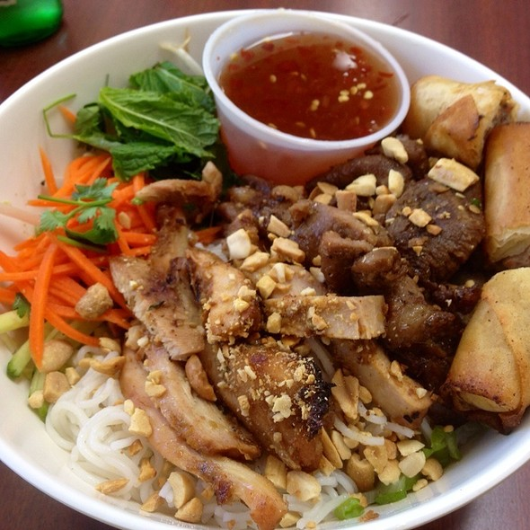 Rice Vermicelli With Grilled Pork And Springroll