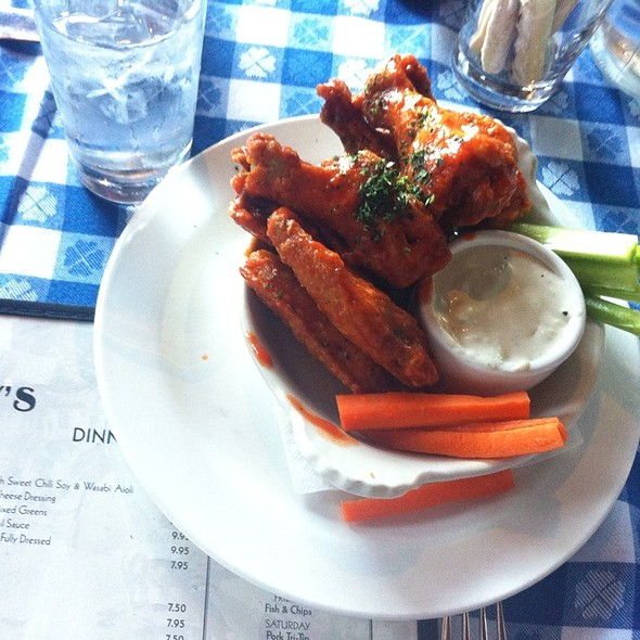 Spicy Buffalo Wings @ Perry's on the Embarcadero