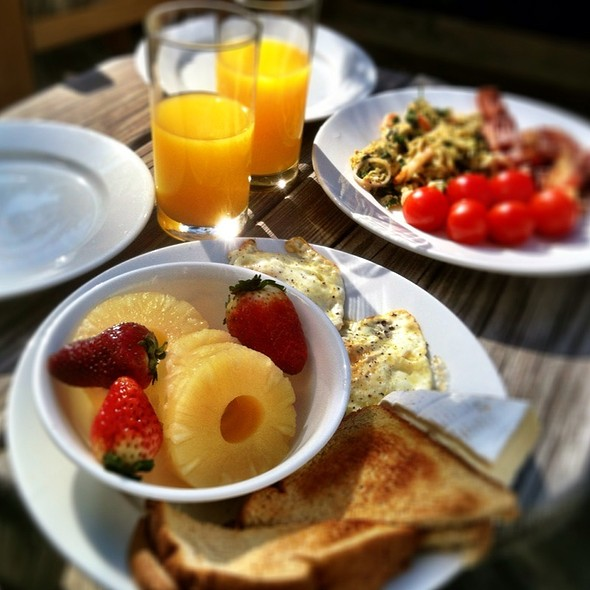 Breakfast For Two @ Laurelwoods Rental Condominium