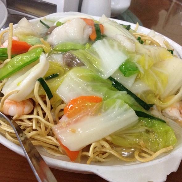 Crispy Noodles @ Ambassador Chinese Restaurant