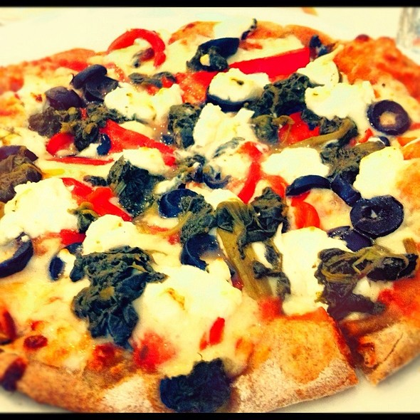 Pizza Especial De Cabra En Masa Integral @ Antonio's