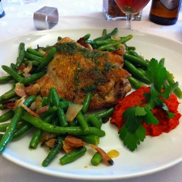 Marinovaná vykostěná kuřecí stehna na grilu @ Carpe Diem Restaurant
