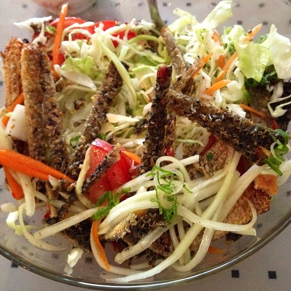 Spicy Salmon Skin Salad