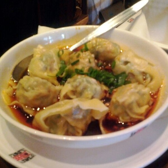Wontons With Hot Chilli Sauce
