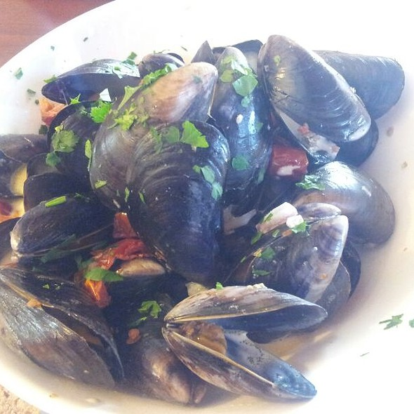 Donegal Bay Mussels In White Wine Garlic And Spring Onion