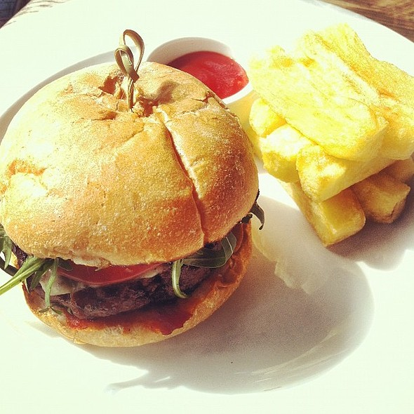 cheese burger, fat fries