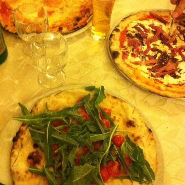 Ciccio Rucola E Pomodorini, Pizza Fra Semplice E Pizza Fra Girolamo E  @ Pizzeria Fra Bò