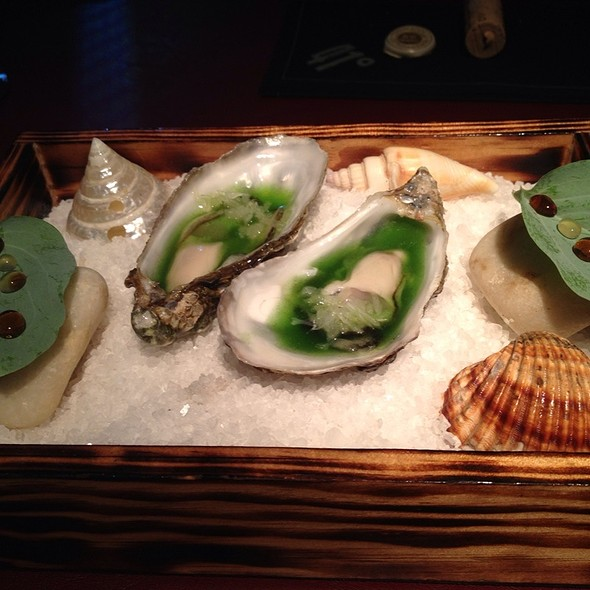 Oyster With Codium Seaweed Fingerlime And Oyster Leaf @ 41 Degrees Experience