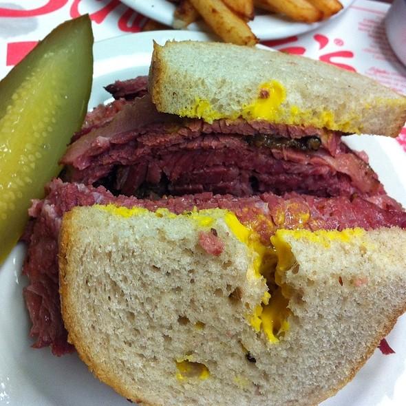 Schwartz Smoked Beef Sandwich @ Schwartz's