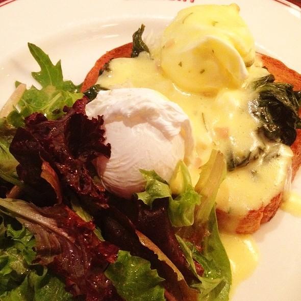 Eggs Benedict @ Gaslight Brasserie du Coin