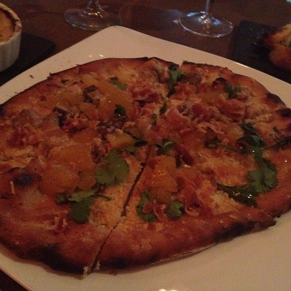Hawaiin Pizza @ BIN 555 Restaurant & Wine Bar