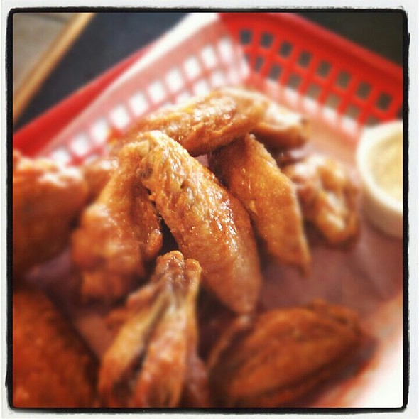 Hot Wings @ East Coast Pizza