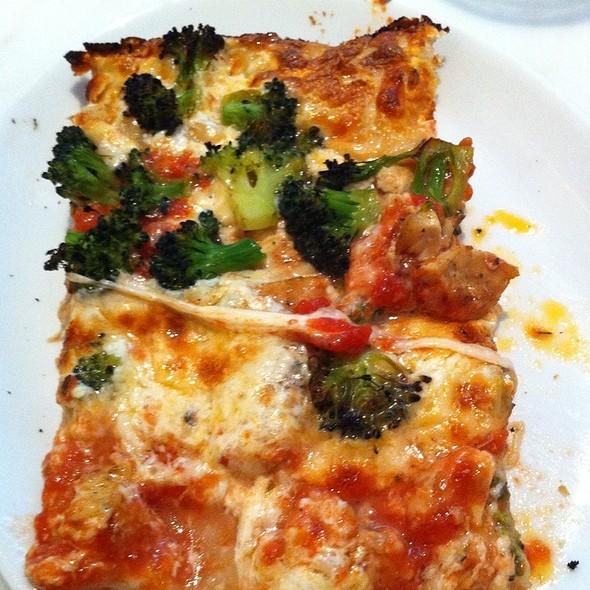 Chicken And Broccoli Pizza @ Harry's Italian Pizza Bar
