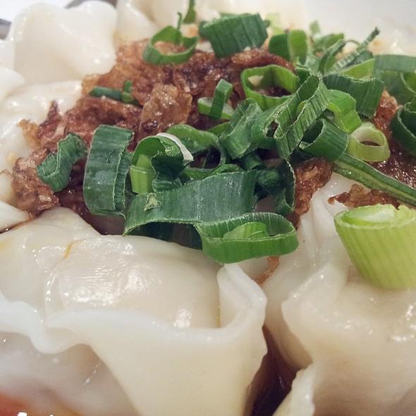 Wonton in Spicy Sauce @ Lynn Shanghai Cruisine