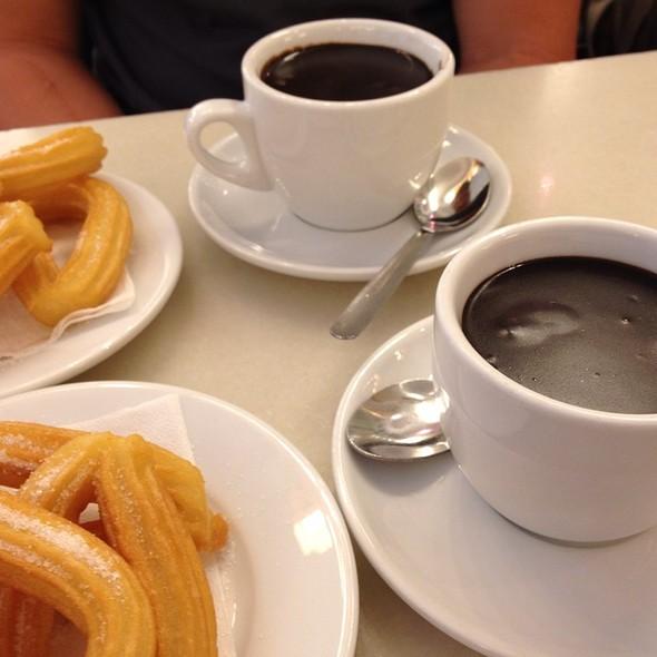 Churros con Chocolate @ Granja M. Viader S.l.