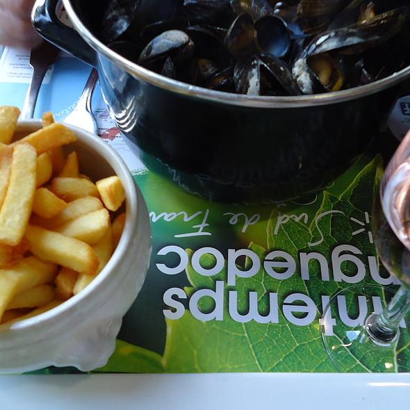 Moules Frites @ La Chaumière