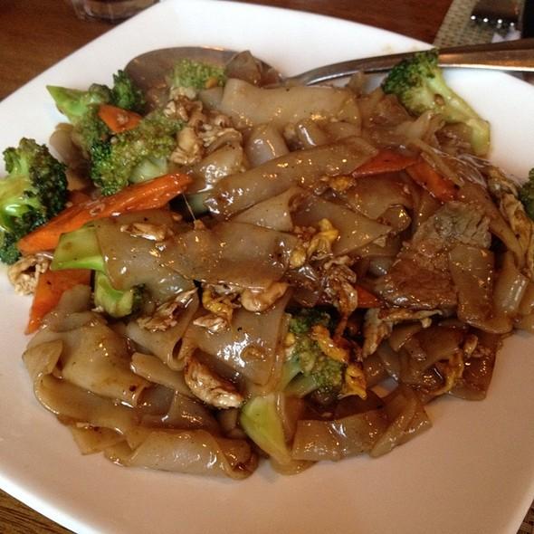 Pad See Ew @ Nisa's Thai