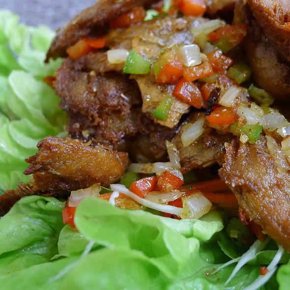 Fried Vegan Chicken with Lemongrass and Cayenne Pepper, and Salad @ Loving Hut Bankstown (Vegan Cuisine)