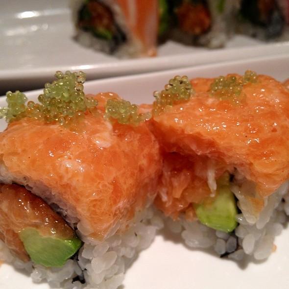 Salmon And Tobiko Maki @ Tsushima