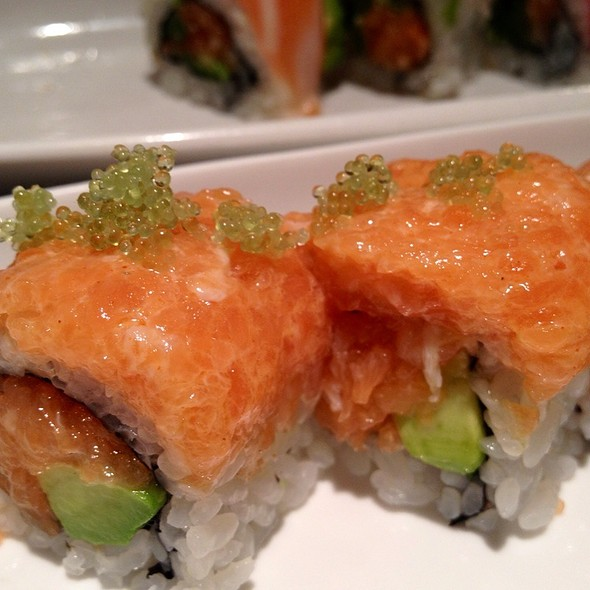 Salmon And Tobiko Maki @ Tsushima