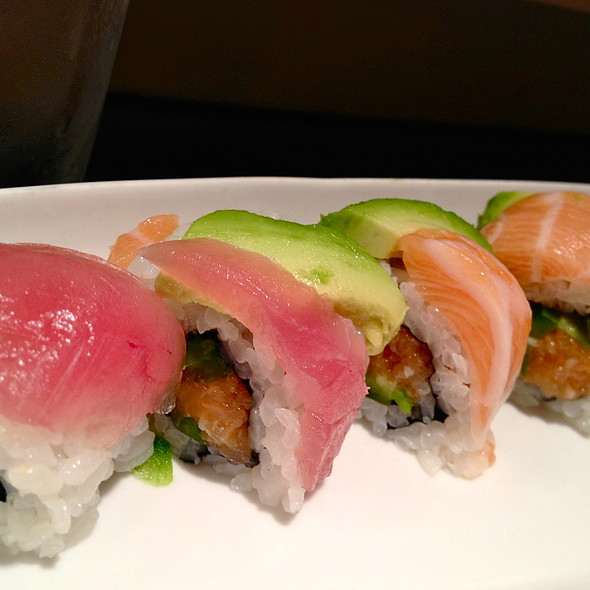 Rainbow Roll with Avocado @ Tsushima