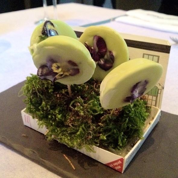 Lody Koperkowe / Dill Ice Cream @ Atelier Amaro