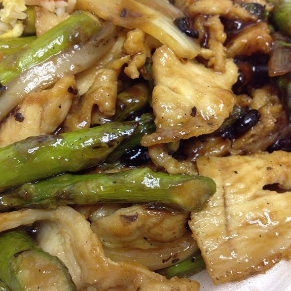 Chicken with Asparagus @ Robert's China Garden