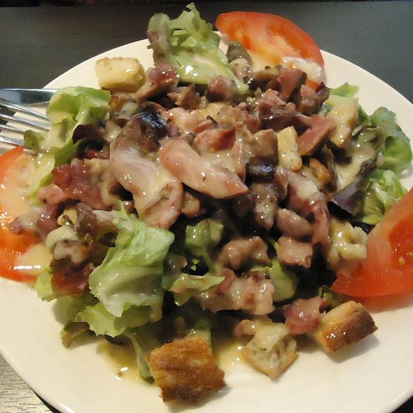 Gizzard lettuce with crust @ Restaurant le Molière