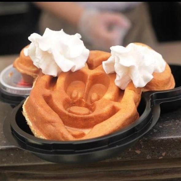 Mickey Mouse Waffle @ Hongkong Disneyland