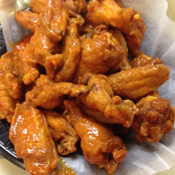 Buffalo Wings @ Gus's Pizzeria & Texas Weiners