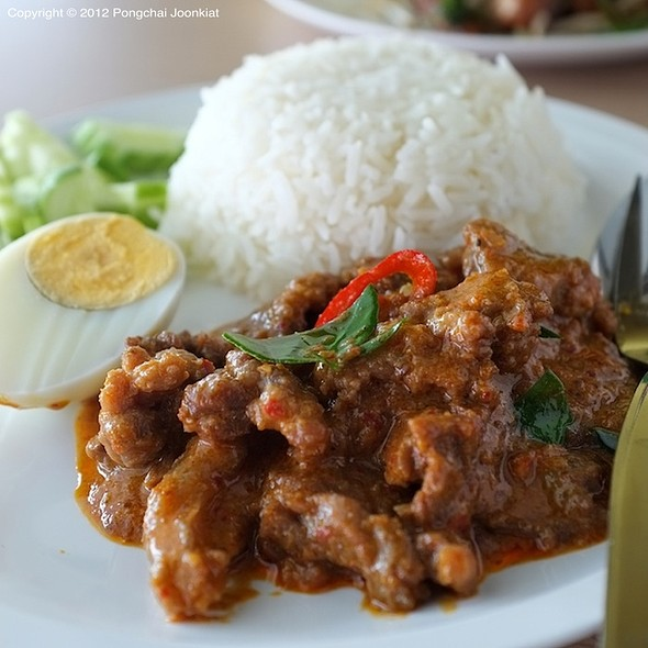ข้าวแพนงเนื้อ | Beef in Coconut Milk Curry with Rice & Boiled Egg  @ อินเตอร์ Inter : สาขาสอง สี่แยกพัฒนาการ