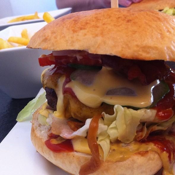 "Burger ""La Coka Nostra"" @ Pekahuna Cooking Crew"