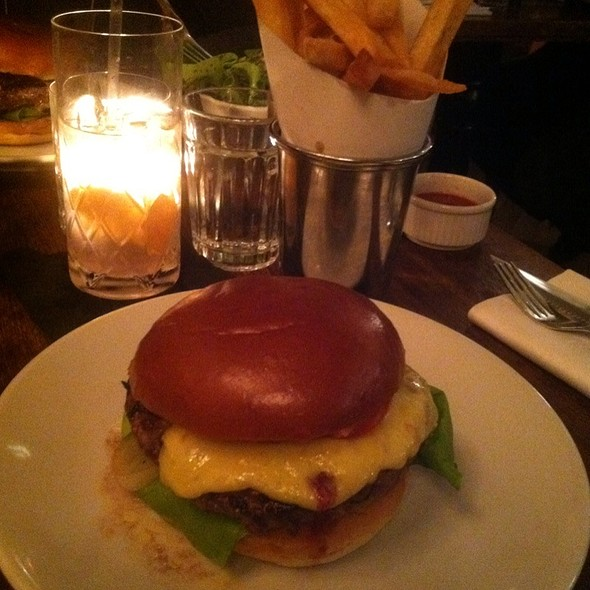 Burger @ Hawksmoor Seven Dials