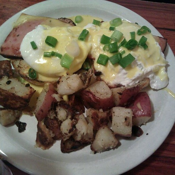 Eggs Benedict @ Cup & Saucer Cafe
