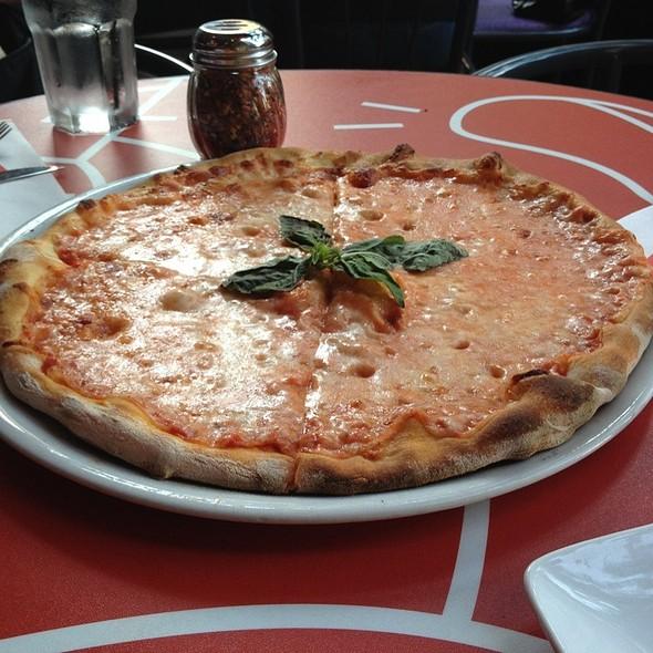 Pizza Margherita @ Piola