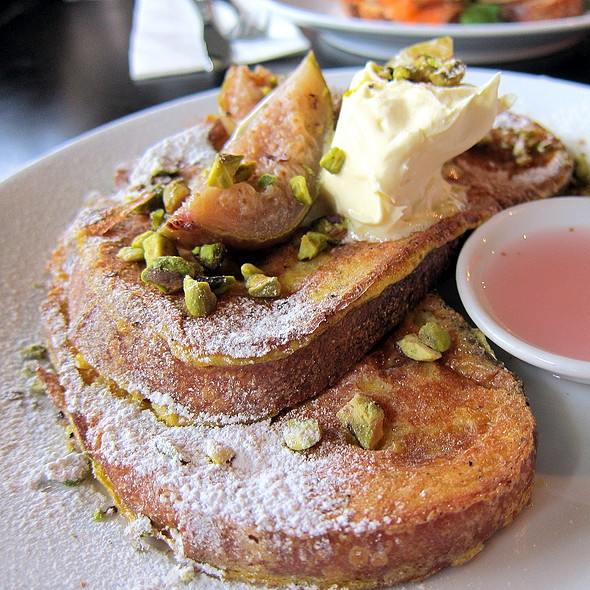 French Toast with caramelised fig, mascarpone, pistachio & housemade fig syrup @ Air Coffee