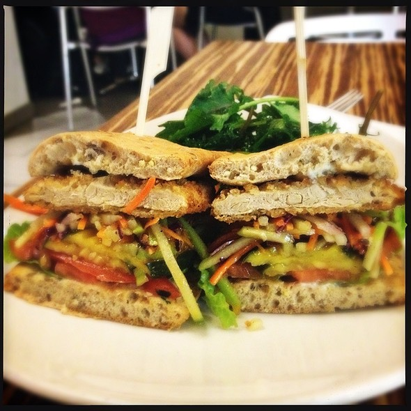 Crispy Gardein Chicken Sandwich @ Lyfe Kitchen