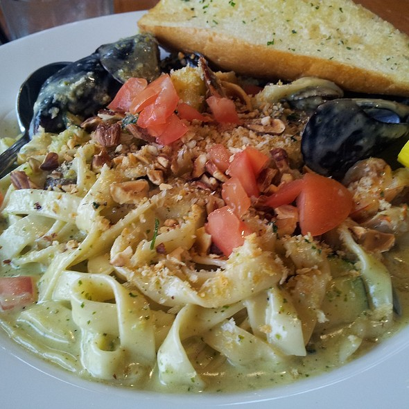 Seafood Fettuccine @ Anthony's Homeport
