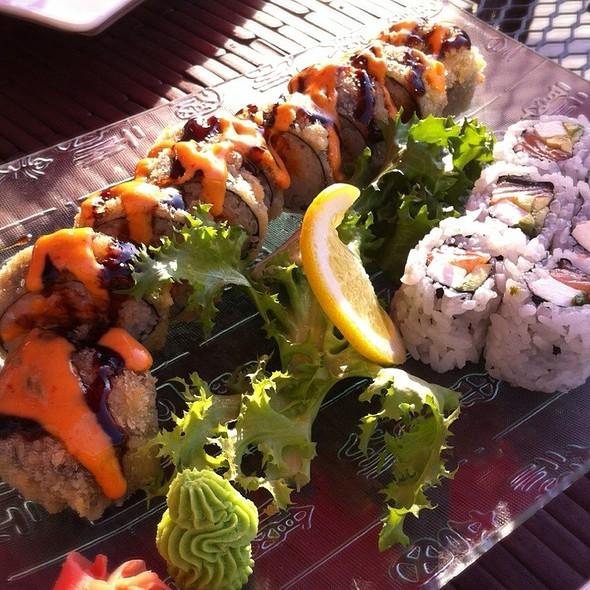 Little Deliscious Sushi Roll @ Shinto Japanese Steakhouse & Sushi Lounge - Naperville