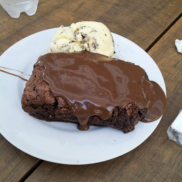 Brownie De Chocolate Com Sorvete @ Sorveteria Bali