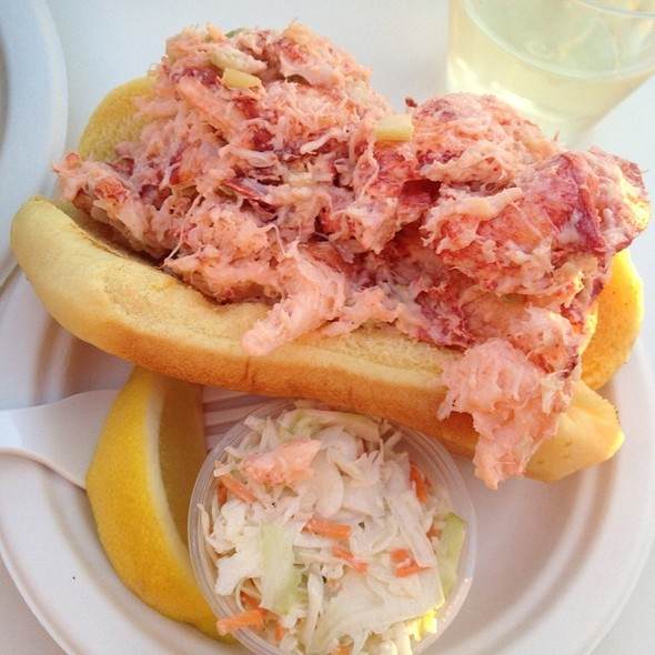 lobster roll @ The Clam Bar